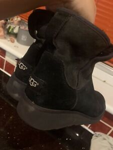 Ladies Genuine UGG Boots - UK Size 5   (LOT 6)