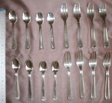 8 Fourchettes à gâteau & 8 cuillères à moka en métal argenté modèle art déco