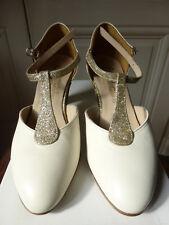 Chaussures de danse Salomés neuves cuir crème et paillettes or.