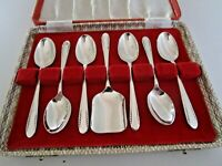 Cased Silver Plated Teaspoons & Sugar Scoop, de Montfort Sheffield