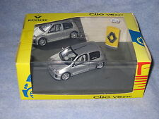 DV6586 UH UNIVERSAL HOBBIES RENAULT CLIO SPORT V6 24V PARIS 1998 7711211534 1/43