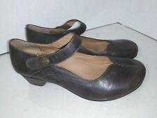 Taos Samba 2 BrownMary Janes Womens Heels Size 8