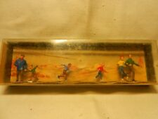 WALTER MERTEN - HO SCALE  -   ICE SKATERS   (C)  MADE IN GERMANY