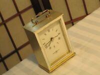 VINTAGE Howard Miller QUARTZ CARRIAGE CLOCK MANTLE DESK SHELF ALARM 4RE736 Japan