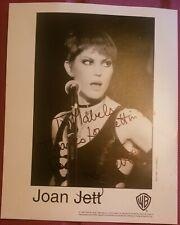 AUTOGRAPHED PHOTO OF JOAN JETT