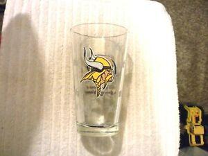 NEW MILLER LITE THE OFFICIAL SPONSOR OF THE MINNESOTA VIKINGS BEER GLASS 5 3/4 T