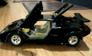 Vintage 1988 Lamborghini Countac 1:24 Scale BURAGO Made in Italy Highly Detailed