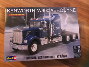 1:25 Revell Kenworth W900 Aerodyne Historic Series Plastic Kit Level 4 - 85-1507