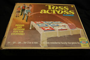 Vintage 1970 IDEAL TOYS TOSS ACROSS TIC-TAC-TOE FAMILY GAME With BEAN BAGS & BOX
