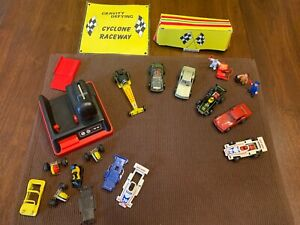 Darda Cars (6) + 3 Engines & Parts + Crank Starter + 3 Figurines + Pit Signs
