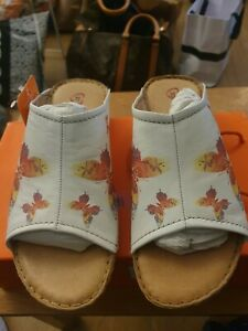 Heavenly Feet White Butterfly Print Leather  Sandals Size 4. Brand NEW