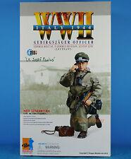DRAGON 1:6 FIGURE WW2 German Mountaineer Officer MP-738 Gun Lieutenant 70854