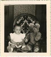 PHOTO ANCIENNE - VINTAGE SNAPSHOT - JOUET OURS EN PELUCHE OURSON -TEDDY BEAR TOY