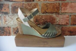 CLARKS CUSHION SOFT SAGE GREEN LEATHER ANKLE STRAP SANDALS SIZE 5 CORK WEDGE