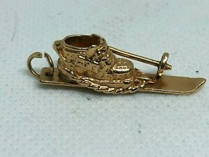 VINTAGE 14K YELLOW GOLD 3D SKI, SKIING BOOT WITH SKIERS POLE CHARM - 4.4 GRAMS