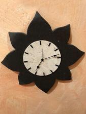 Orologio da parete 'Fiore bicolor' in pietra naturale realizzato artigianalmente