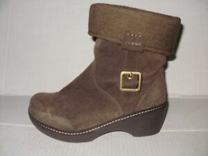 CROCS  WOMEN'S BROWN SUEDE SWEATER COLLAR COBBLER ANKLE BOOTS SIZE 7 M