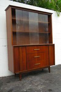 Mid Century Modern China Display Cupboard Cabinet 2275