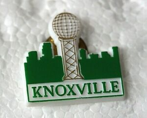 Pin  USA Knoxville Plastic  badge Green White A48