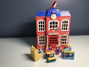 Fisher Price Loving Family Sweet Streets SCHOOL HOUSE Figures Accessories