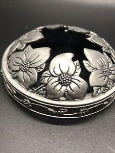 YANKEE CANDLE Illuma-lid Jar Candle SilverDogwood Blossoms Metal, Used