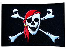 Aufnäher Pirat Totenkopf mit rotem Kopftuch Aufbügler Patch Flaggen 8cm x 5,5cm