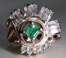 Elegante anillo de plata de ley y oro con esmeralda natural
