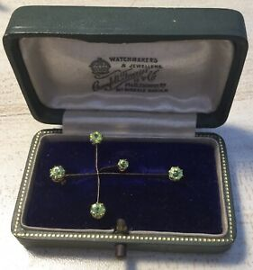 15CT GOLD ANTIQUE VICTORIAN CROSS BROOCH. SET WITH PERIDOTS. STUNNING.