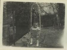 PHOTO ANCIENNE - VINTAGE SNAPSHOT - ENFANT BÉBÉ YOUPALA JOUET JARDIN DRÔLE -BABY