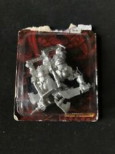 BLACK ORCS WITH 2 WEAPONS WARHAMMER METAL Orcos Negros con 2 armas