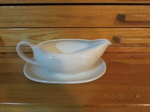 """LARGE WHITE STONEWARE GRAVY BOAT WITH DISH--8""""--MADE IN JAPAN---#G14A"""