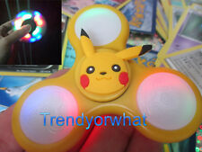 New out! LED FLASHING Pokemon Hand Spinners Tri Fidget Yellow kids toy + cards!