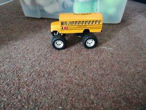 AMERICAN Yellow SCHOOL BUS