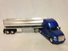 "kenworth T700 Oil Tanker Chrome 22"" Diecast Collectible 1:32 New Ray Toy Blue"