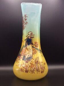Vase en verre soufflé teinté émaillé à décor de paysanne signé Leg de Legras