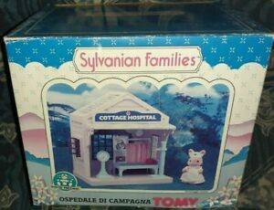 1 PLAYSET VINTAGE TOMY SYLVANIAN FAMILIES FAMILY,PLAY SET HOUSE COTTAGE HOSPITAL