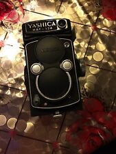 Vintage Yashica Mat 124 Camera GOOD condition (not tested)