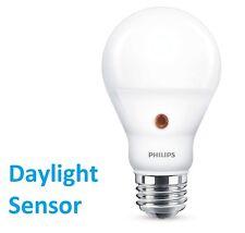 PHILIPS LED Birne E27 Glühbirne 7.5-60W Warmweiß LED Birne mit Tages-LICHTSENSOR