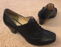 Clarks Black Leather Trendy Shoes Uk Size 6.5 Good Condition !