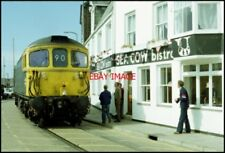 PHOTO  A CLASS 33 TRAIN THREADS ITS WAY THROUGH THE STREETS OF WEYMOUTH FROM THE