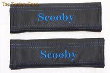 """2x pastillas de cubiertas de cinturón de seguridad de cuero negro """"Scooby"""" Azul Bordado"""
