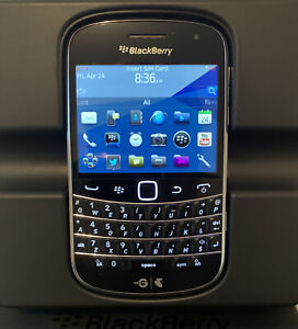 BlackBerry Bold 9900 - 8GB - Black Smartphone - Like New with Accessories!