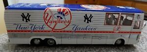 Danbury Mint New York Yankees Team Bus