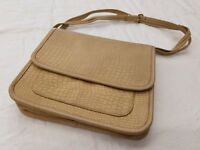 80s STEGIO for Trotting—Beige Leather Messenger Bag—Flat Shape with 2 pockets