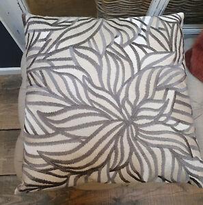 Kissen Dekokissen Sofakissen  Blumen  inkl.Füllung  bestickt  50x50cm  Colmore