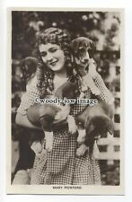 b4296 - Film Actress - Mary Pickford with her dogs - postcard Picturegoer 230