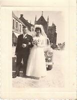 Photo ancienne photo mariageen bretagne mariés posant devant 403 -  1960