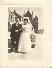 Photo ancienne photo mariage mariés  posant devant 403 -  1960