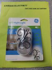 Decorative LED Dusk to Dawn Night Light Auto Sensor Wall Plug In Home Room