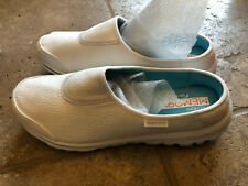 Skechers GoWalk Upscale Women's 10 White Faux Leather - New without box